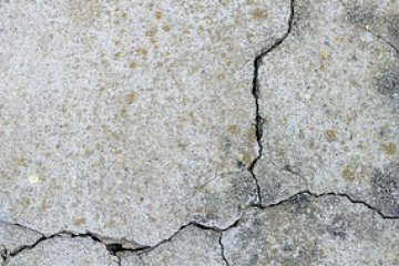ממה נוצרים סדקים בקיר החיצוני והאם זה מסוכן?